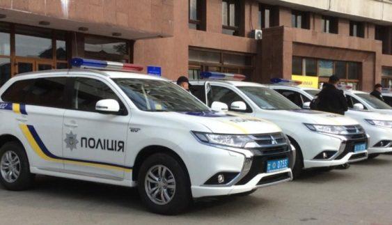 Правоохоронцям урочисто вручили 18 нових автівок (Фото)