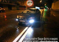 У Києві водій заснув в машині посеред проїжджої частини (Фото)