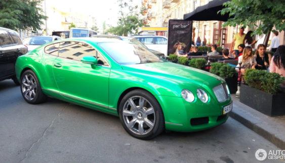 В Україні помітили незвичайний Bentley (фото)