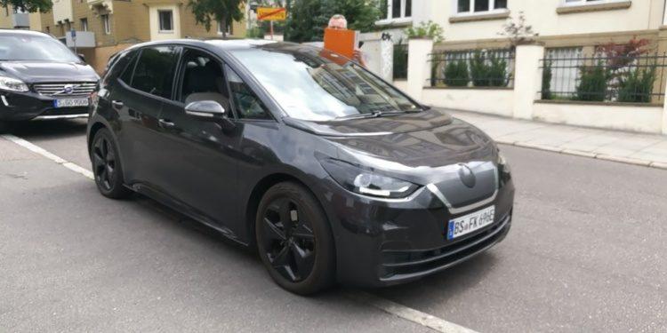 Перший електромобіль Volkswagen розсекретили (фото)