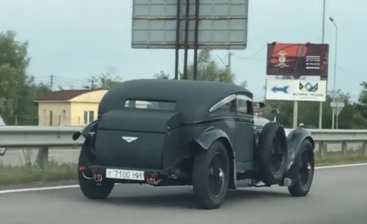 В Україні помітили унікальний довоєнний Bentley
