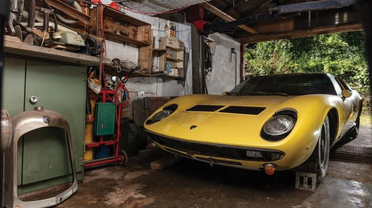 На аукционе за огромные деньги продали забытый на 50 лет в сарае спорткар Lamborghini Miura P400 S