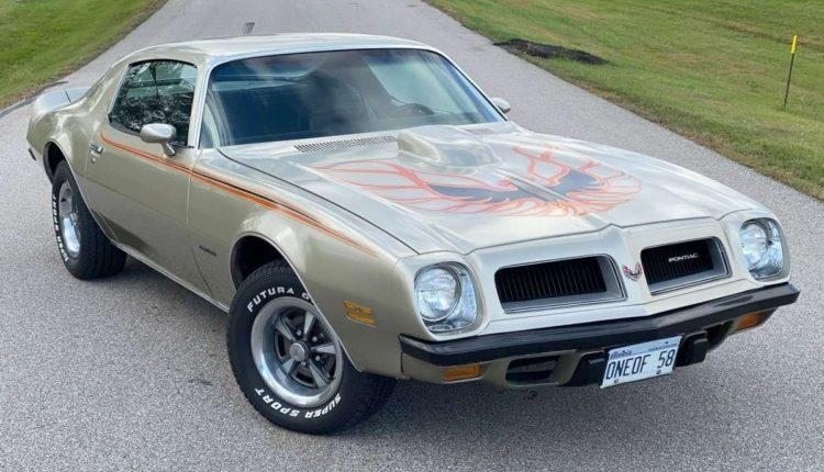 В заброшенном гараже в США обнаружили целую коллекцию редких автомобилей Pontiac (ФОТО)