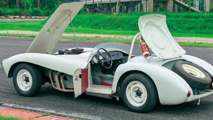 В СССР существовал уникальный спорткар ЗИЛ, разгоняющийся до 280 км/ч (ФОТО)