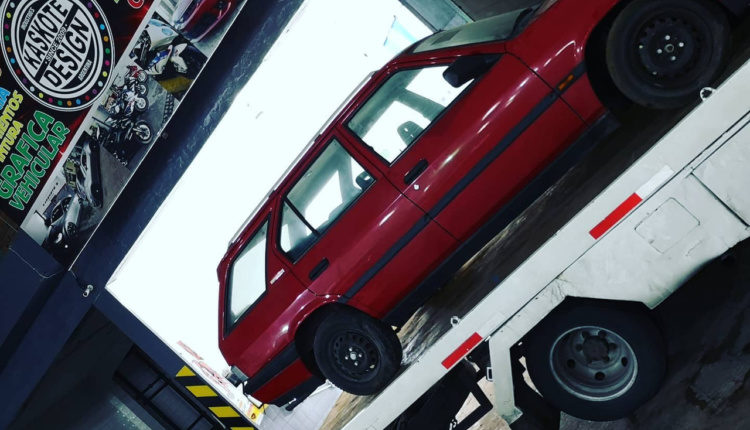 У занедбаному автосалоні виявили склад італійських авто без пробігу
