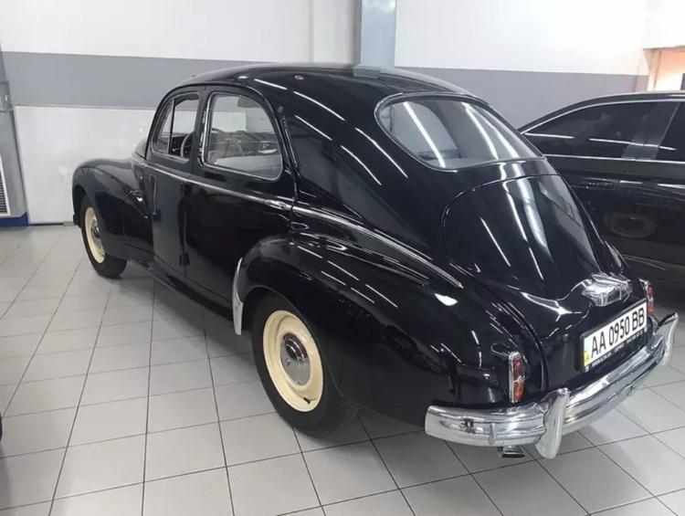 У Києві продають унікальний Peugeot 1949 року випуску