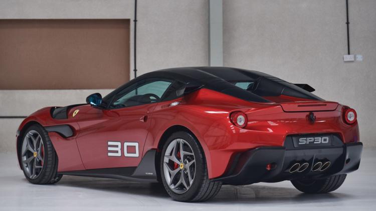 В США выставили на продажу уникальный спорткар Ferrari SP30 2012 выпуска (ФОТО)