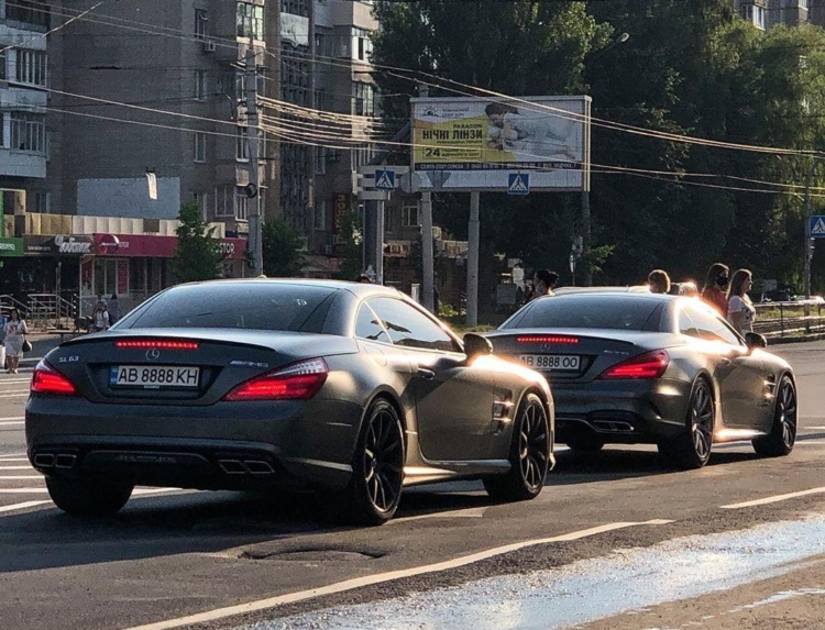 В Україні помітили крутий кортеж на кабріолетах