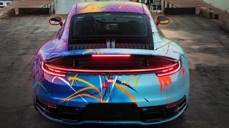 Автомобільний дизайнер розфарбував Porsche 911 у незвичайні кольори (ФОТО)